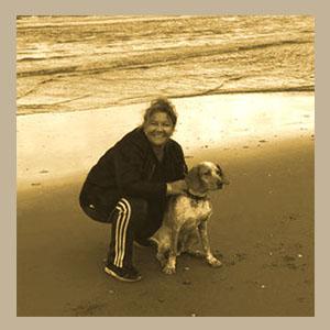 Ellen op het strand met haar eigen hond